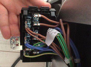 Voor installatie van een inductie kookplaat of inductiefornuis dient goed de benodigde aansluiting gecontroleerd te worden