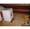 wasmachine op houten vloer
