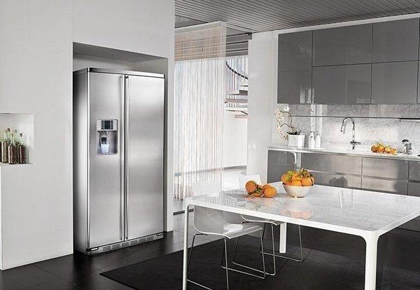 Amerikaanse koelkast met afgeronde hoeken