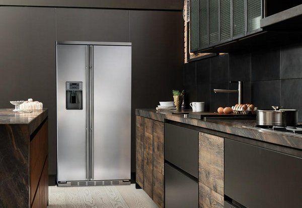 Amerikaanse koelkast met een aparte top / dak
