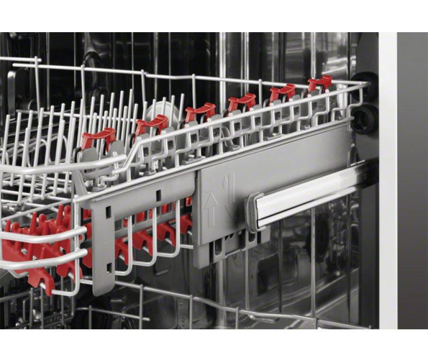 De bovenkorf van de AEG inbouw vaatwasser F66702VI0P is in hoogte verstelbaar