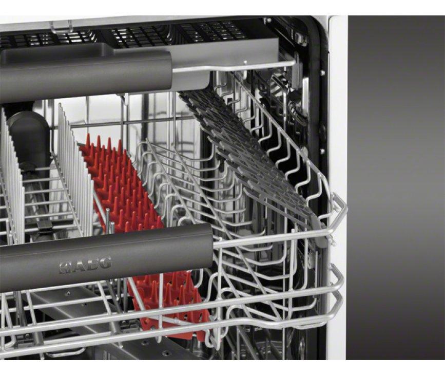 De AEG inbouw vaatwasser F78702VI0P beschikt over een besteklade bovenin de kuip