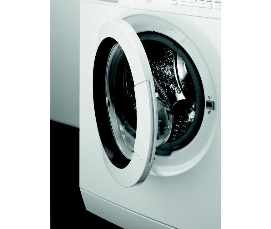 De Aeg L77499NFL wasmachine beschikt over een trommel met een capaciteit van 9 kg