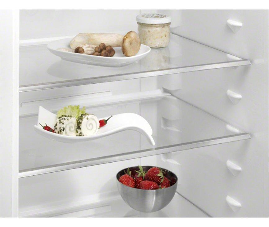 De Aeg S53630CSW2 koelkast wit is voorzien van stevige glazen legplateaus