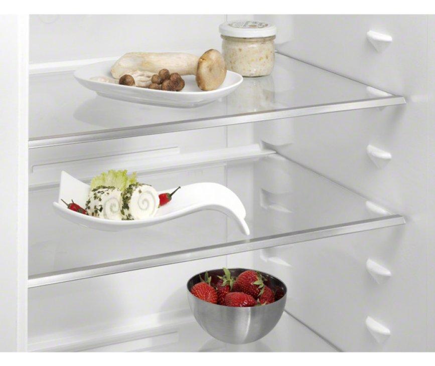 De Aeg S53830CNX2 koelkast rvs is voorzien van meerdere in hoogte verstelbare glazen legplateaus