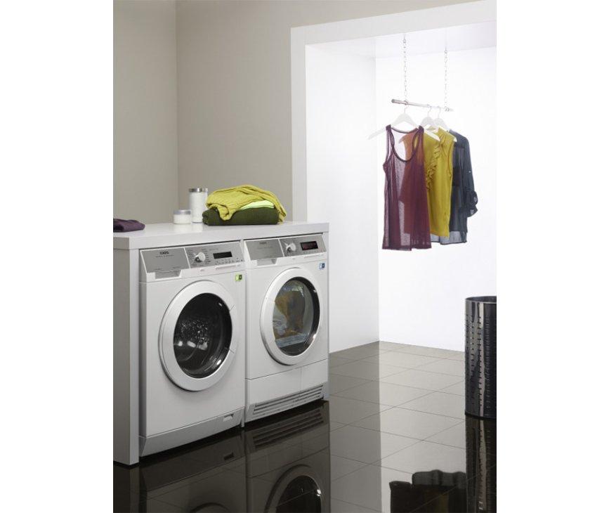De Aeg T76389NIH warmtepomp droger is direct naast een wasmachine te plaatsen