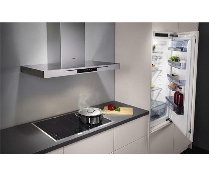 De Aeeg X59143MD0 is vanwege het strakke design perfect te combineren met bijpassende kookplaten van AEG