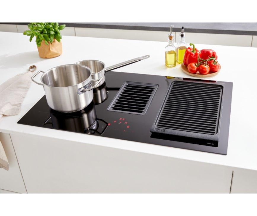 Atag HIDD8471EV inductie kookplaat met afzuiging - 83 cm. breed - zwart