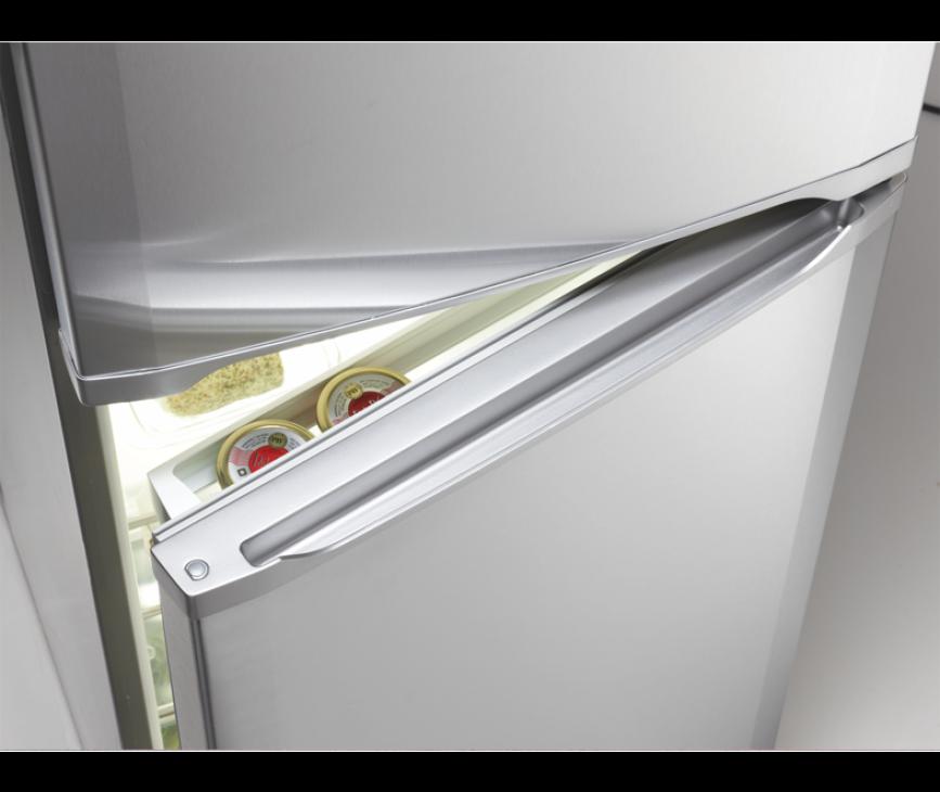 Praktisch zijn de geïntegreerde grepen in de deuren van de Liebherr CTPsl2121