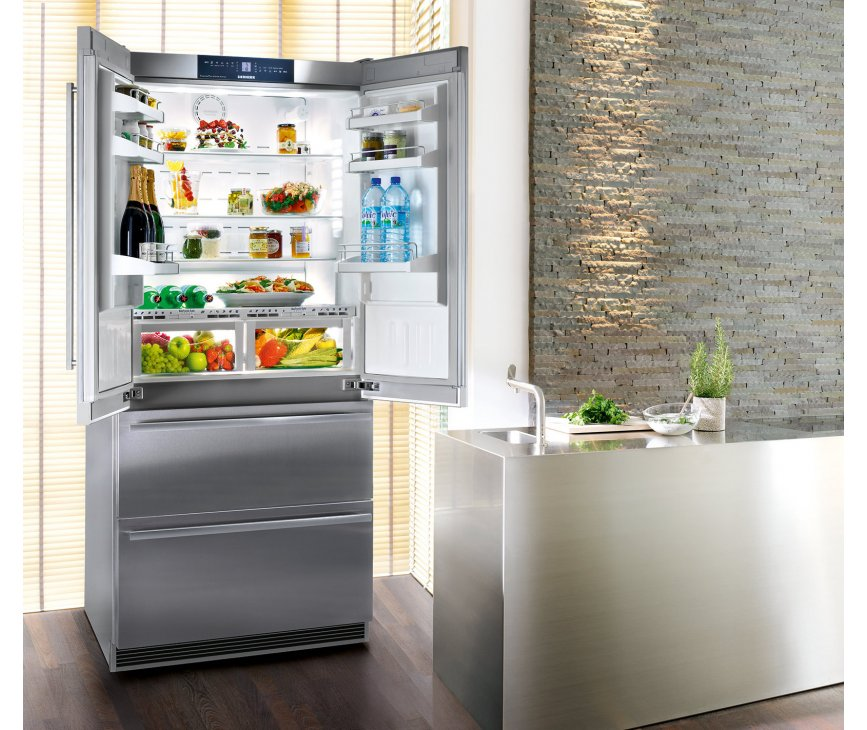De Liebherr CBNes6256 french-door koelkast heeft 2 laden vries onder
