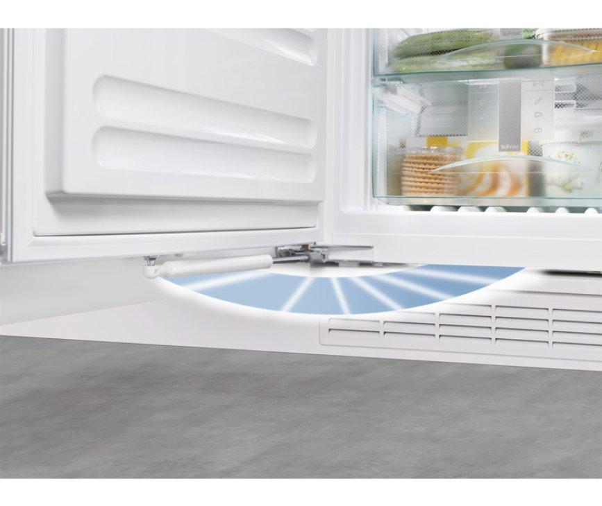 Softsystem: praktische sluiting van de Liebherr IK1964 inbouw koelkast