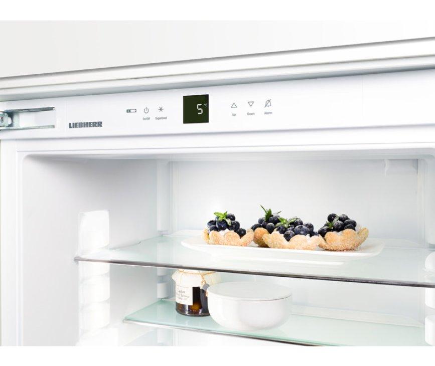 Bovenin het koelgedeelte van de Liebherr IK2360 bevindt zich een bedieningspaneel met display