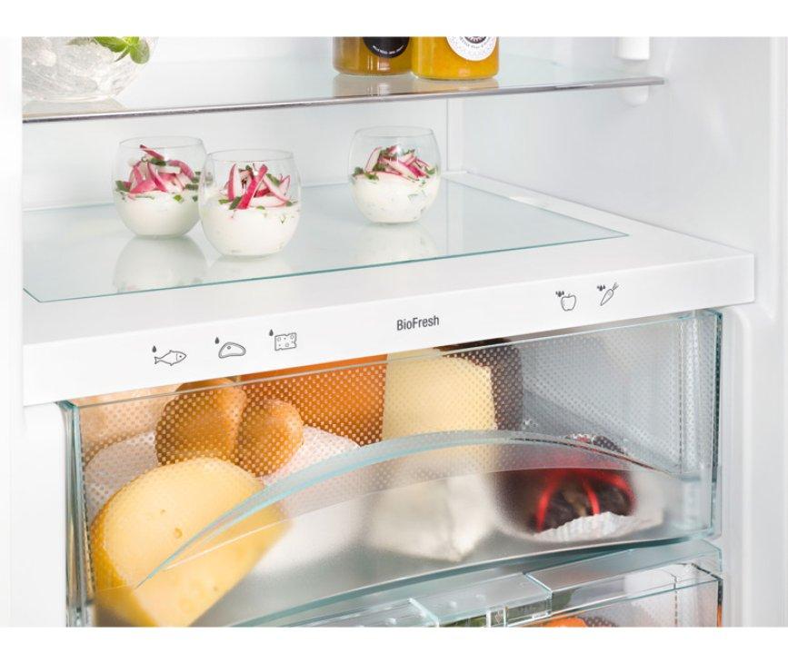 De Liebherr IKB2724 beschikt over BioFresh lade voor langer bewaren van groente en fruit
