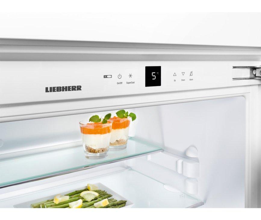 De IKBP2760 heeft een overzichtelijke bediening bovenin de koelkast voorzien van een display