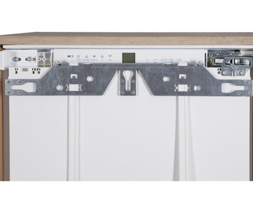 De IKP1664 koelkast heeft deur-op-deur bevestiging