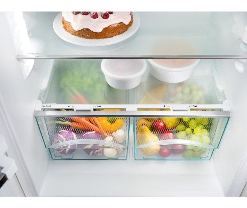 De Liebherr IKS1620 inbouw koelkast heeft BioCool lades