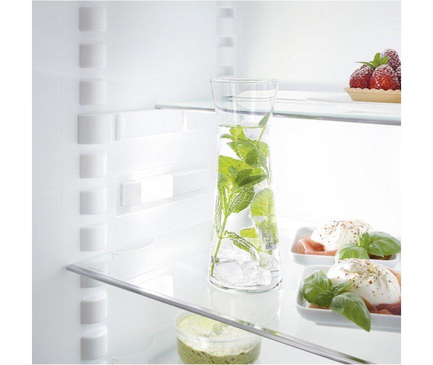 De leggers van de Liebherr IKS1620 inbouw koelkast zijn in hoogte verstelbaar