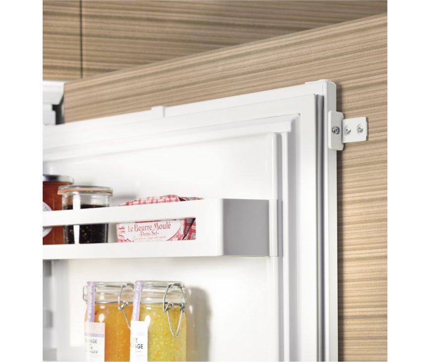 De Liebherr IKS1620 inbouw koelkast heeft sleepdeuren
