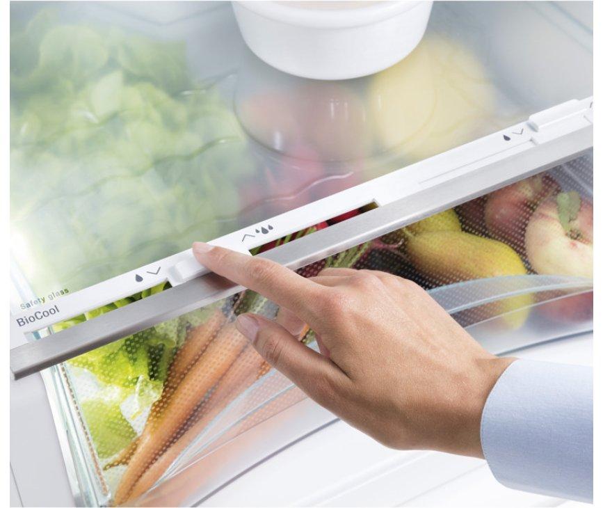 Praktische Biocool lade onderin het koelgedeelte van de Liebherr IKS2330