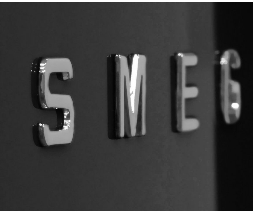 De kleur zwart is perfect te combineren met de andere zwarte apparaten van SMEG zoals fornuis, afzuigkap, vaatwasser e.d.