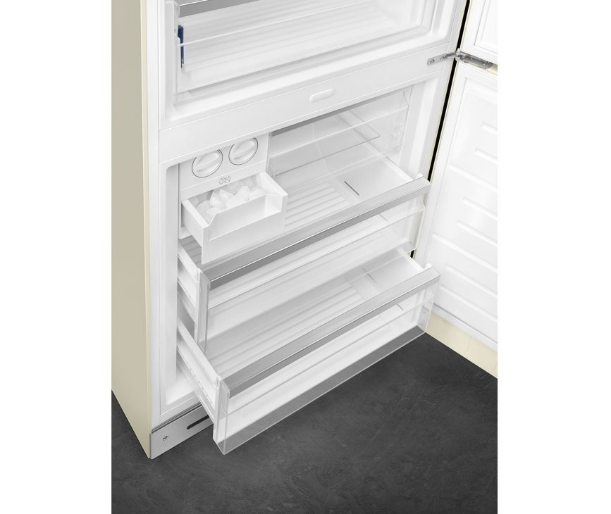 Foto van het vriesgedeelte van de Smeg FAB38LCR5 koelkast