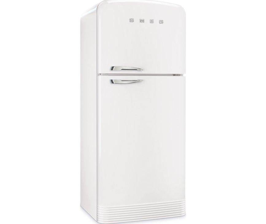 De Smeg FAB50RWH5 koelkast wit heeft afgeronde hoeken en mooie chromen details