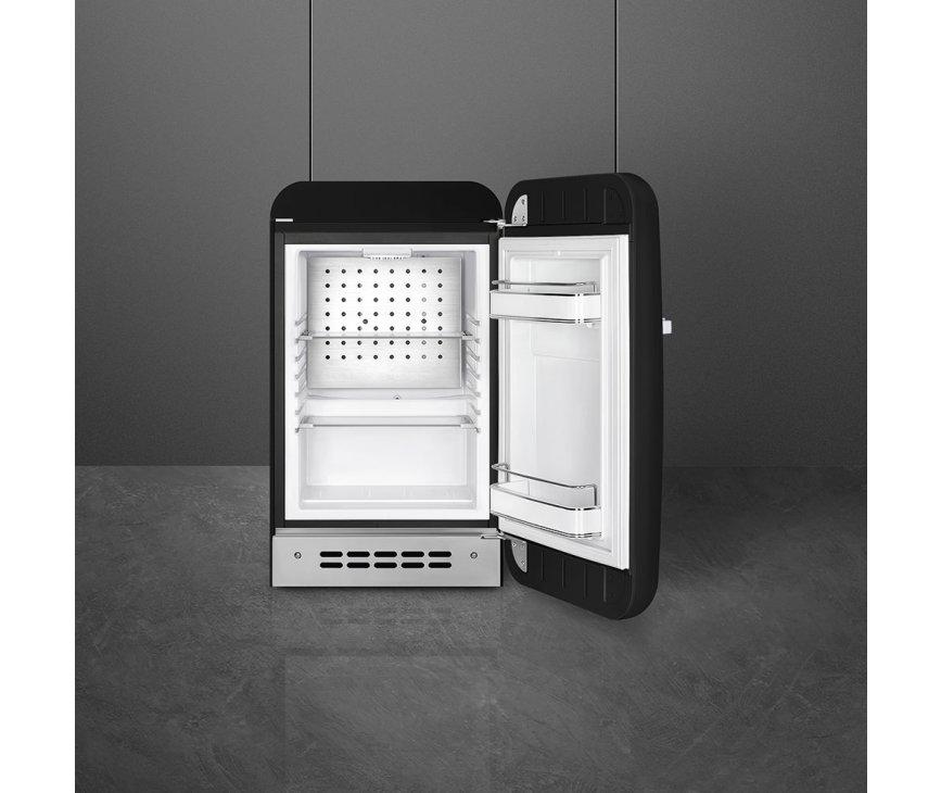 Het interieur van de Smeg FAB5RBL5 koelkast