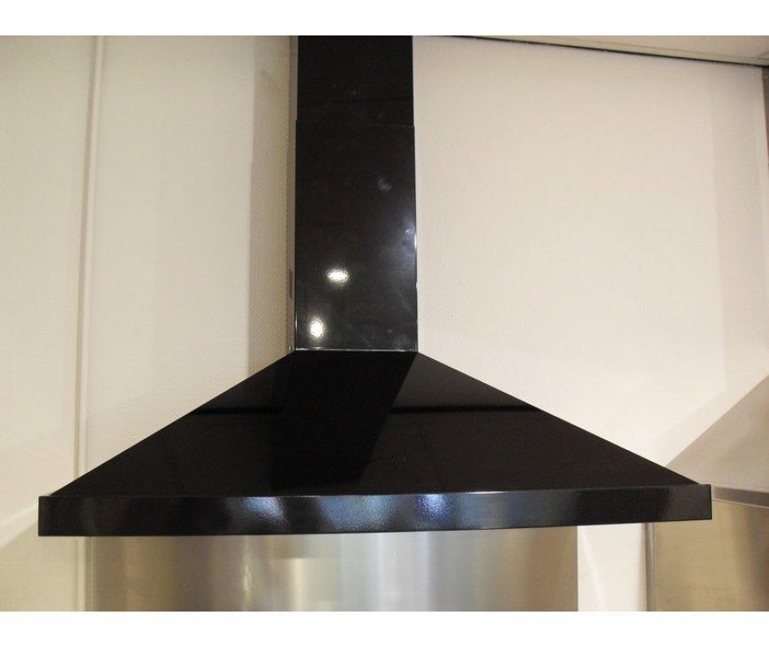 De Smeg KSED92NXE heeft een strak design in hoogglans zwart, welke perfect te combineren is met de zwarte fornuizen