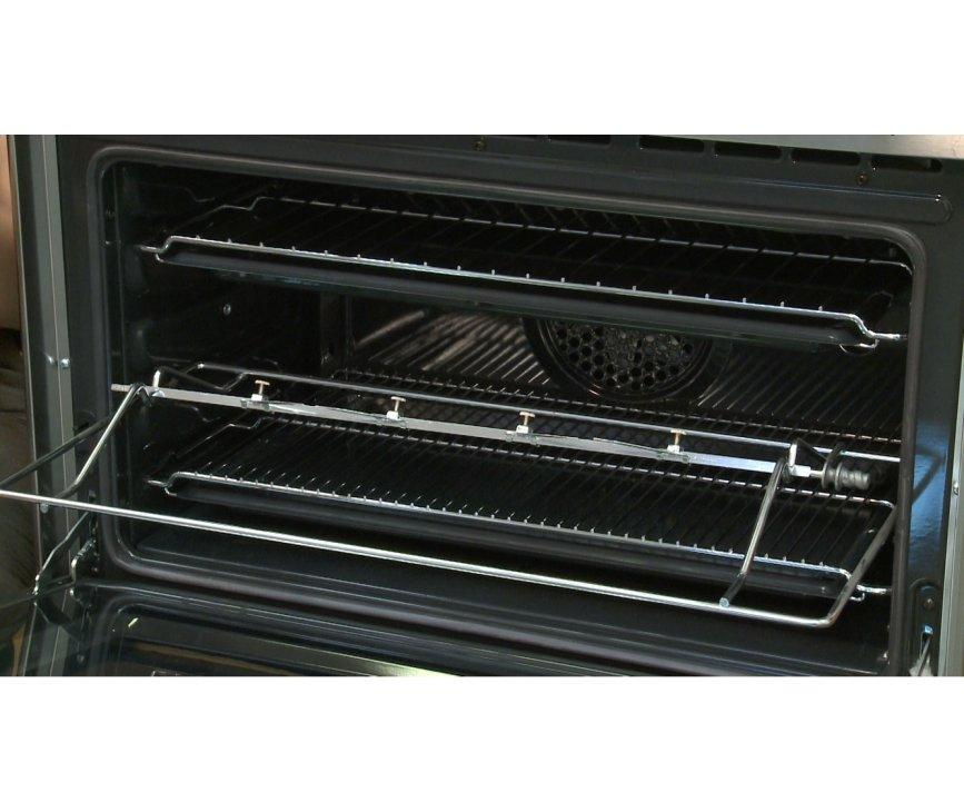 De oven van de Smeg SNL81MFX5 is voorzien van een braadspit / draaispit