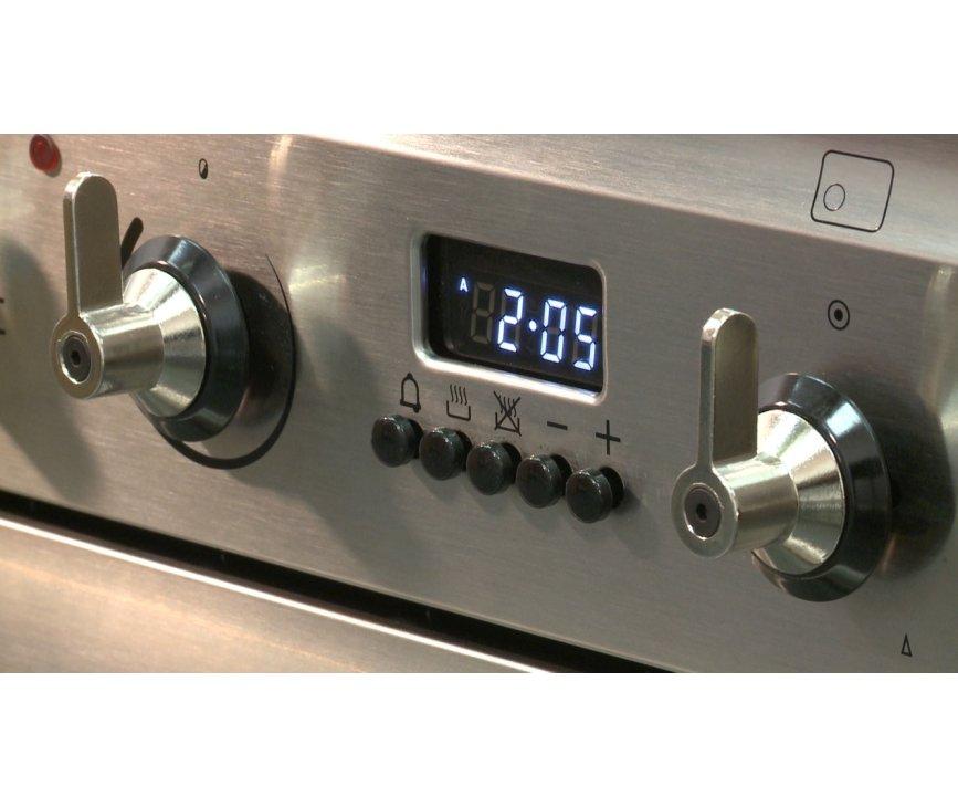 De Smeg SNL81MFX5 is uitgevoerd met digitaal programmeerbare klok