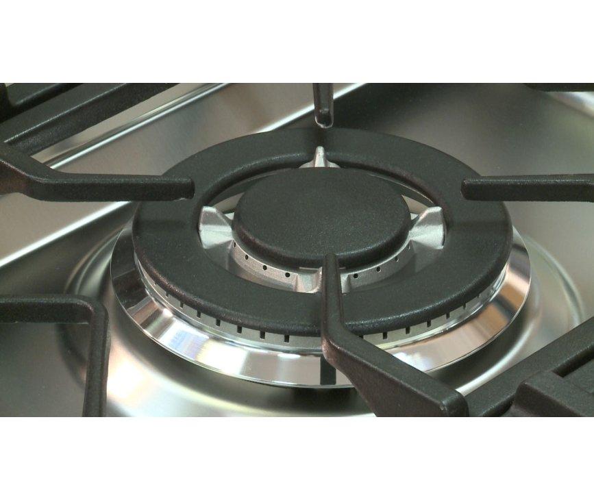 De wokbrander zit in het midden en is uitgevoerd met gietijzeren pannendragers