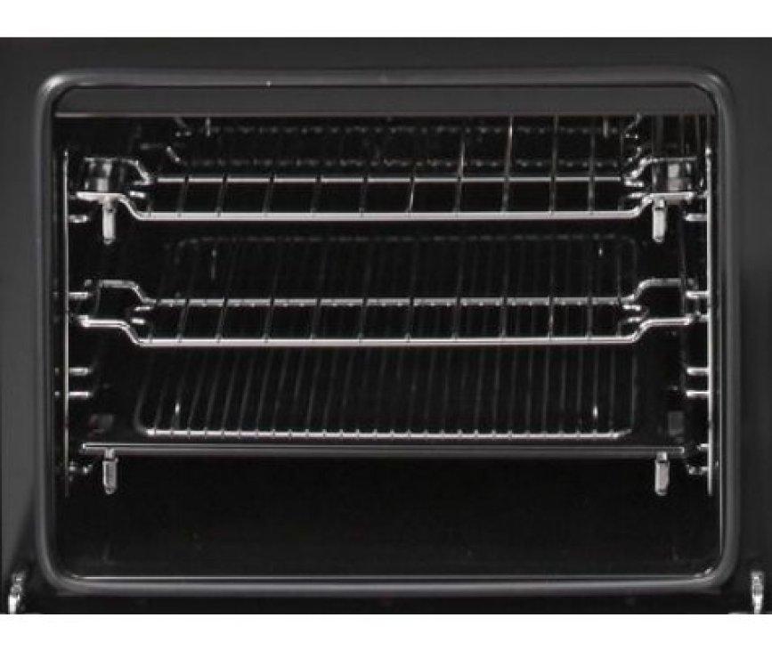 De oven onder het kookgedeelte is multifunctioneel en voorzien van hetelucht