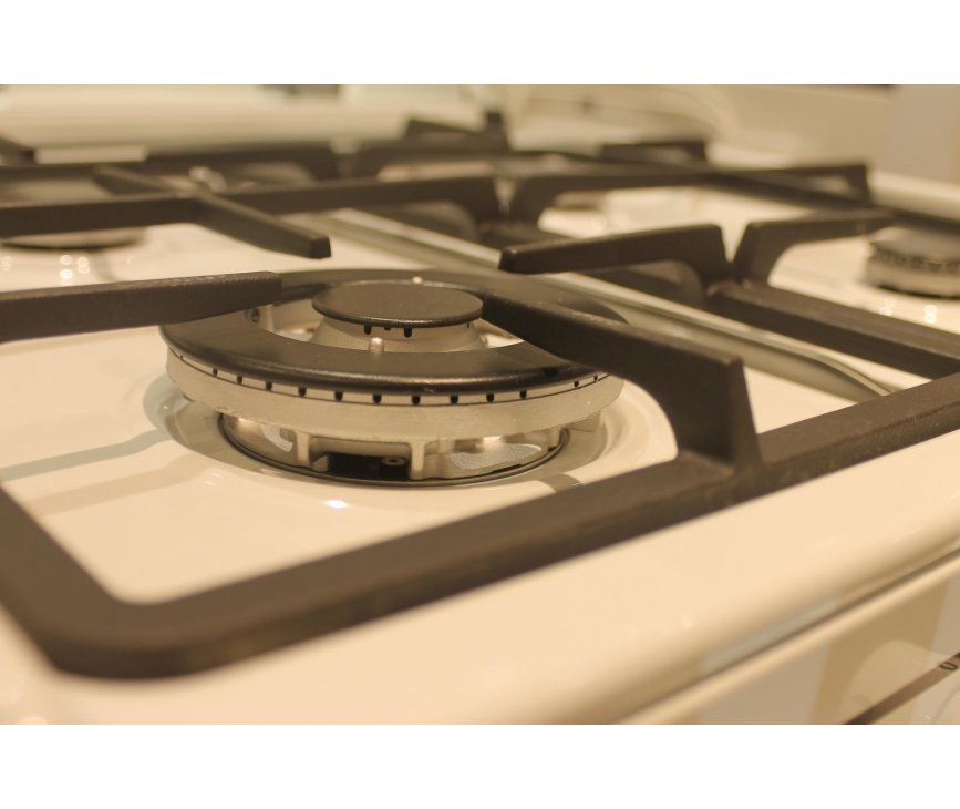 Het kookgedeelte van de Aeg 47896GT-WN uitgevoerd met wokbrander linksvoor