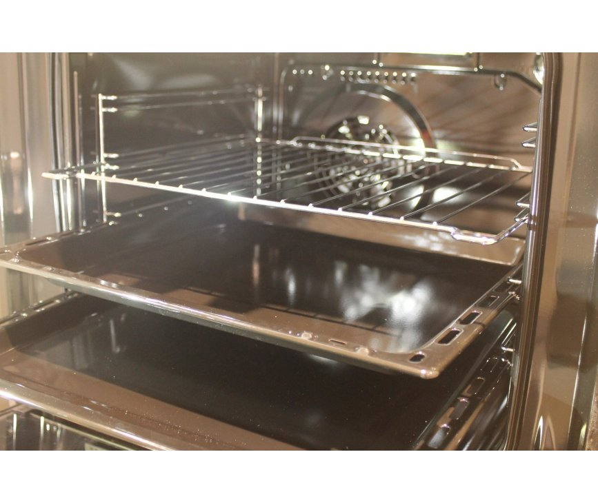 De ruime oven in de Aeg Aeg 47896GT-WN is multifunctioneel