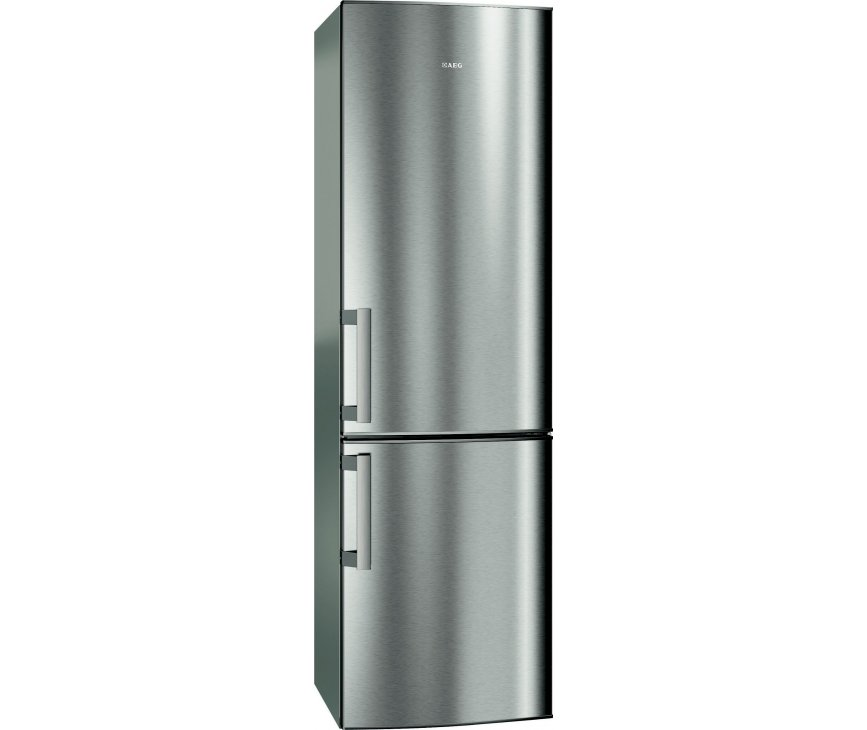 De buitenzijde van de Aeg S53630CSXF koelkast rvs met vingervlekvrije deuren