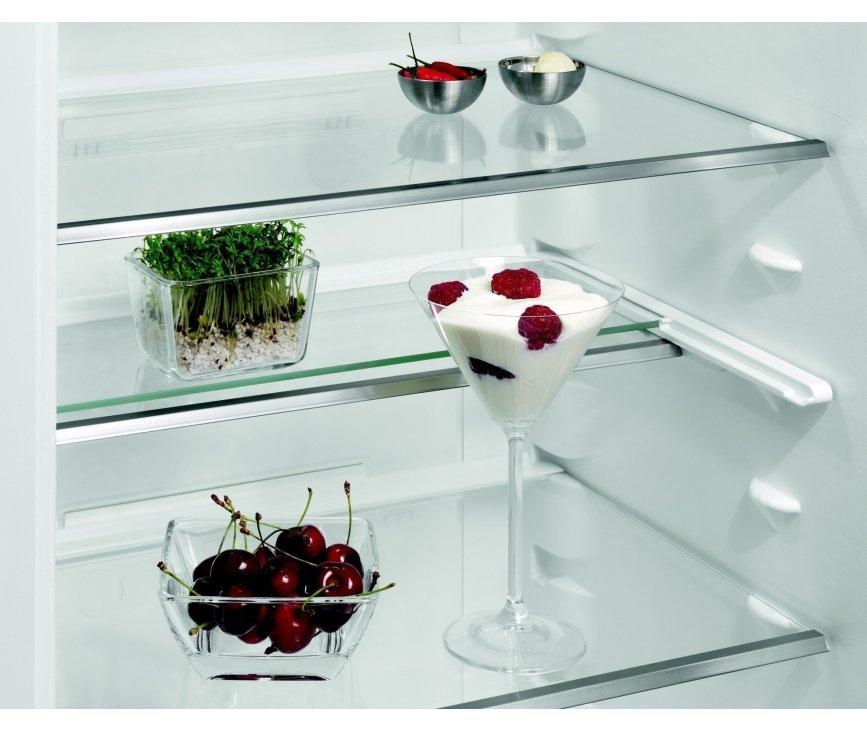 De Aeg S53630CSXF koelkast rvs is voorzien van in hoogte verstelbare glazen leggers