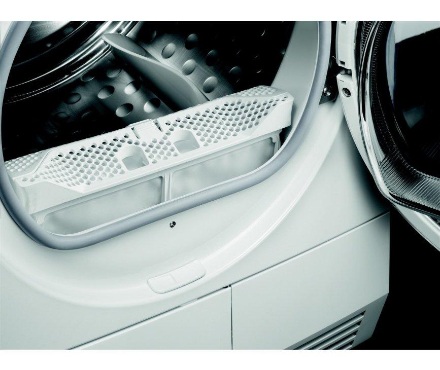 De Aeg T67682NIH warmtepomp droger is voorzien van handig uitneembaar filter