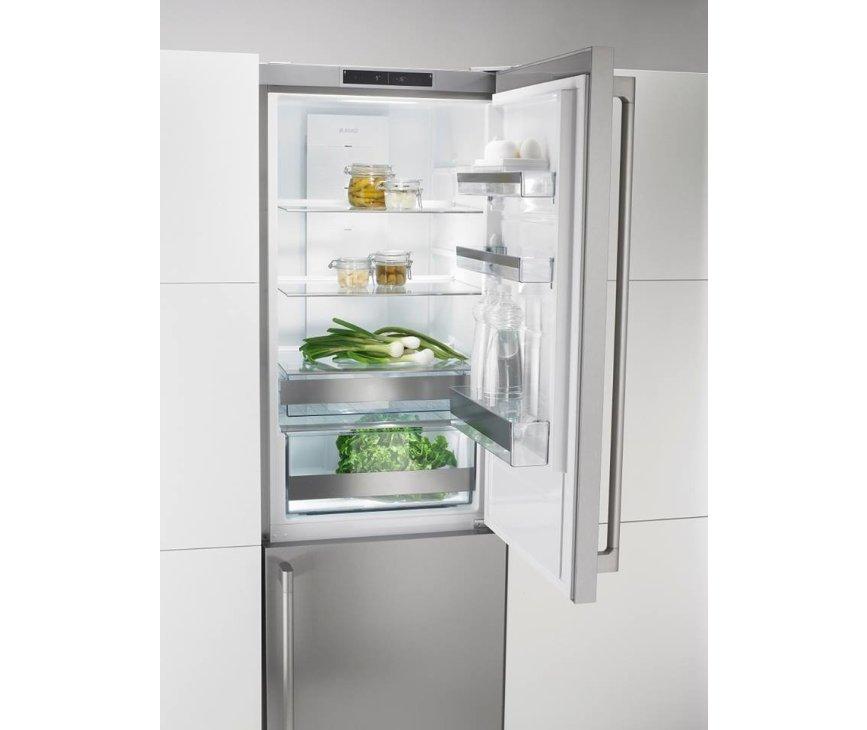 De RFN2286SR heeft een ruim en luxe koelgedeelte