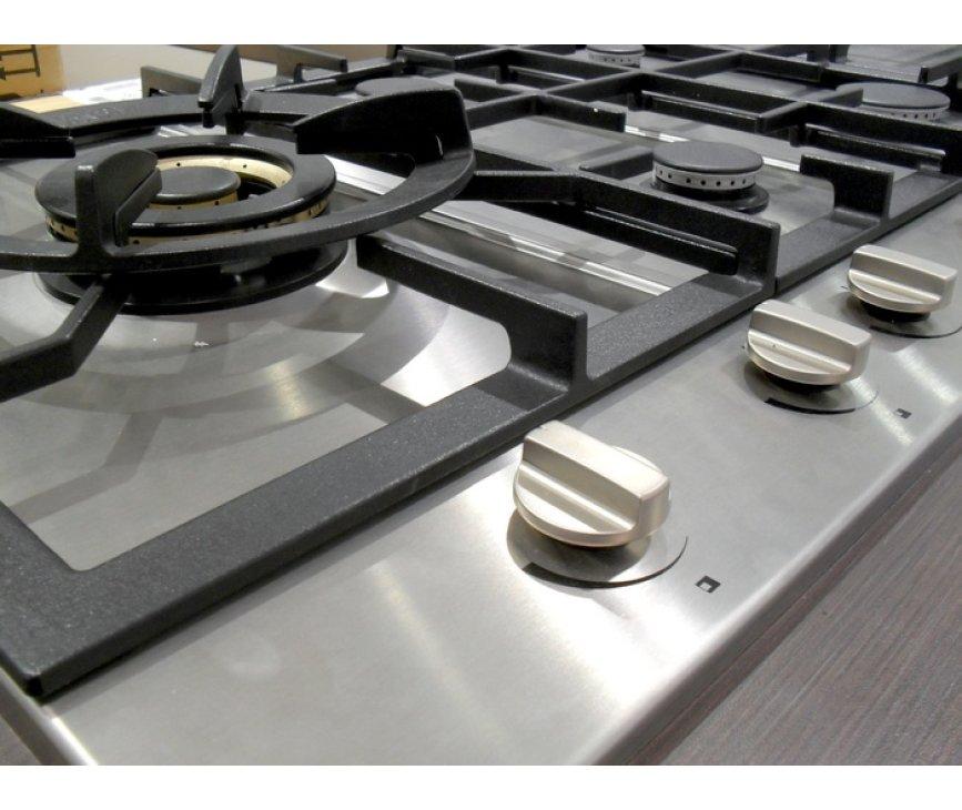 RVS knoppen op de HG7711BA zorgen ervoor dat u geen problemen met de warmte krijgt (smelten knoppen)
