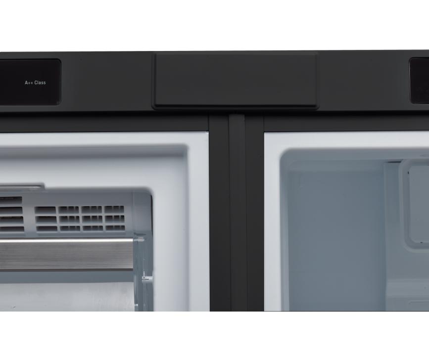De Bauknecht KR PLATINUM SW koelkast is perfect te combineren met de Bauknecht GKN PLATINUM SW vrieskast, die eenvoudig aan elkaar te bevestigen zijn