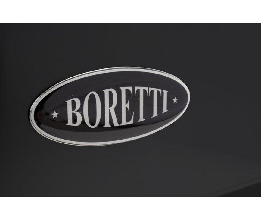 Foto van het Boretti logo op de opbergklep van het fornuis