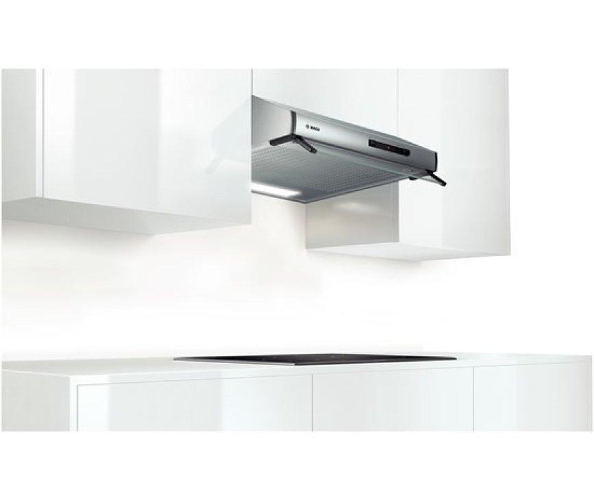De Bosch DHU635PEU onderbouw afzuigkap RVS kan direct gemonteerd worden aan de onderkant van een kast of aan de muur