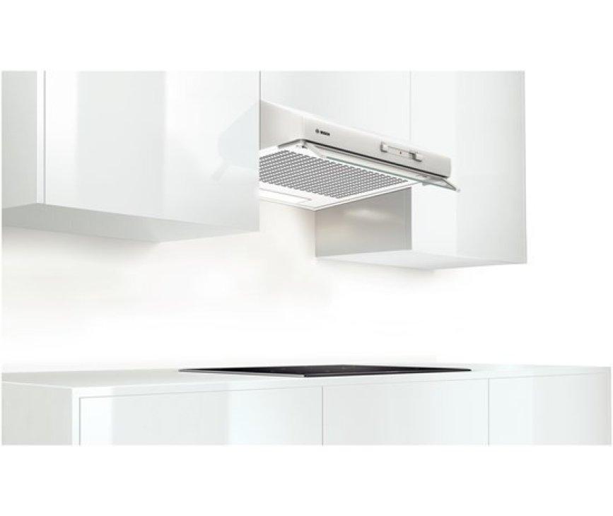 De Bosch DHU642D onderbouw afzuigkap wit is direct onder een kast of aan de muur te monteren