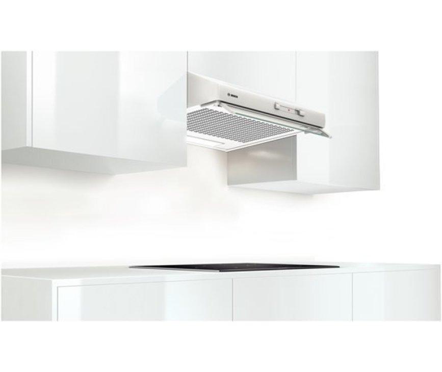 De Bosch DHU642U onderbouw afzuigkap wit is direct te monteren aan de onderkant van een kast of aan de muur