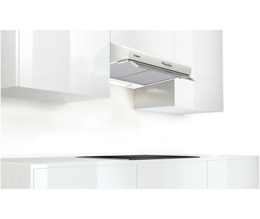 De Bosch DHU672U onderbouw afzuigkap wit kan direct onder een kast of aan de muur worden gemonteerd