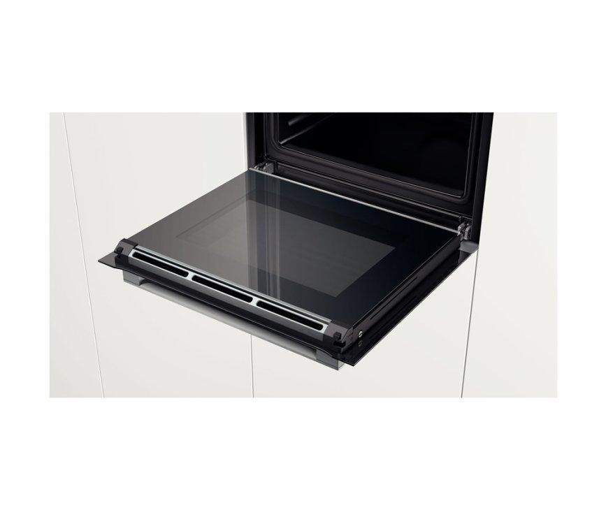De ovendeur van de Bosch HBG6730S1 is eenvoudig schoon te houden door de volledige glasdeur