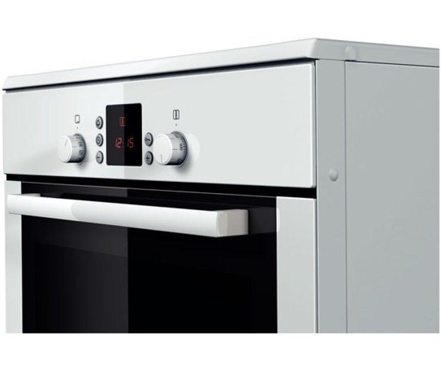 De oven van het Bosch HCE748223 fornuis wit heeft een inhoud van 67 liter