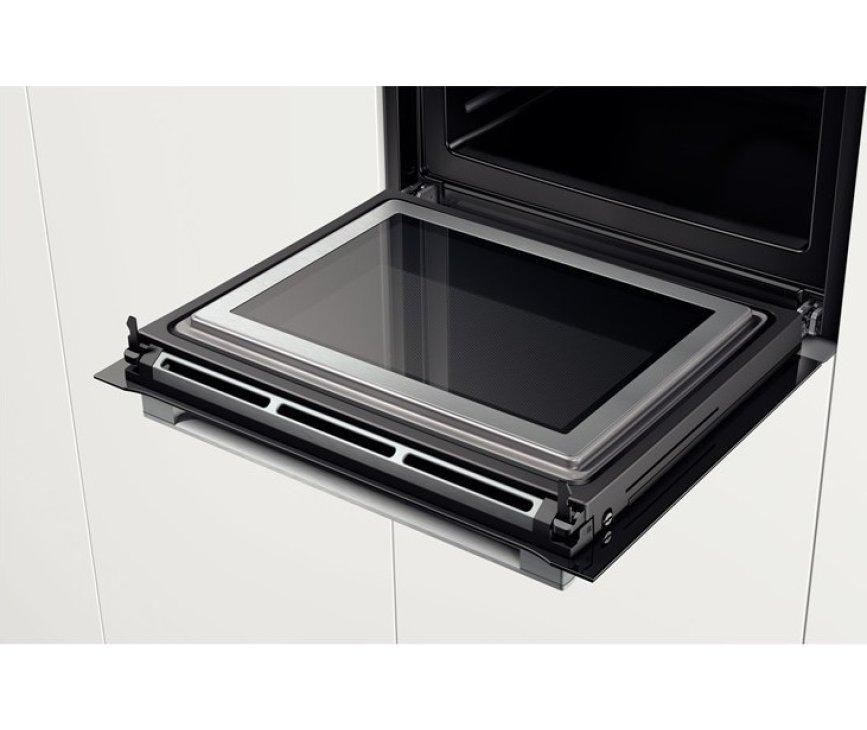 De ovendeur van de Bosch HMG636NS1 oven met magnetron
