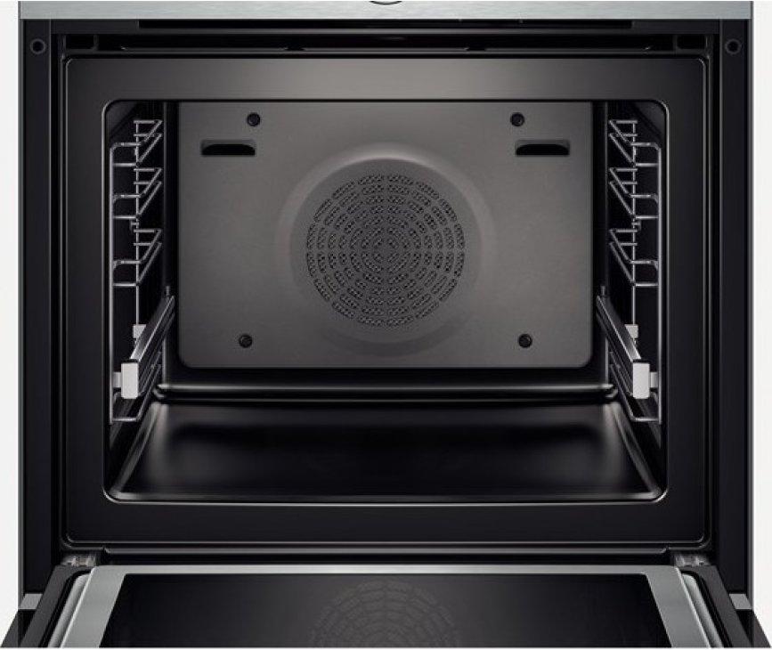 De binnenzijde van de Bosch HMG636NS1 oven met magnetron