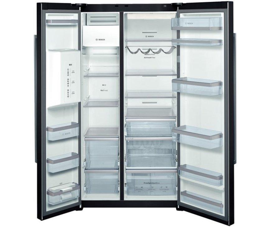 De Bosch KAD62S21 koelkast Piano Black beschikt over een ijsblokjes maker